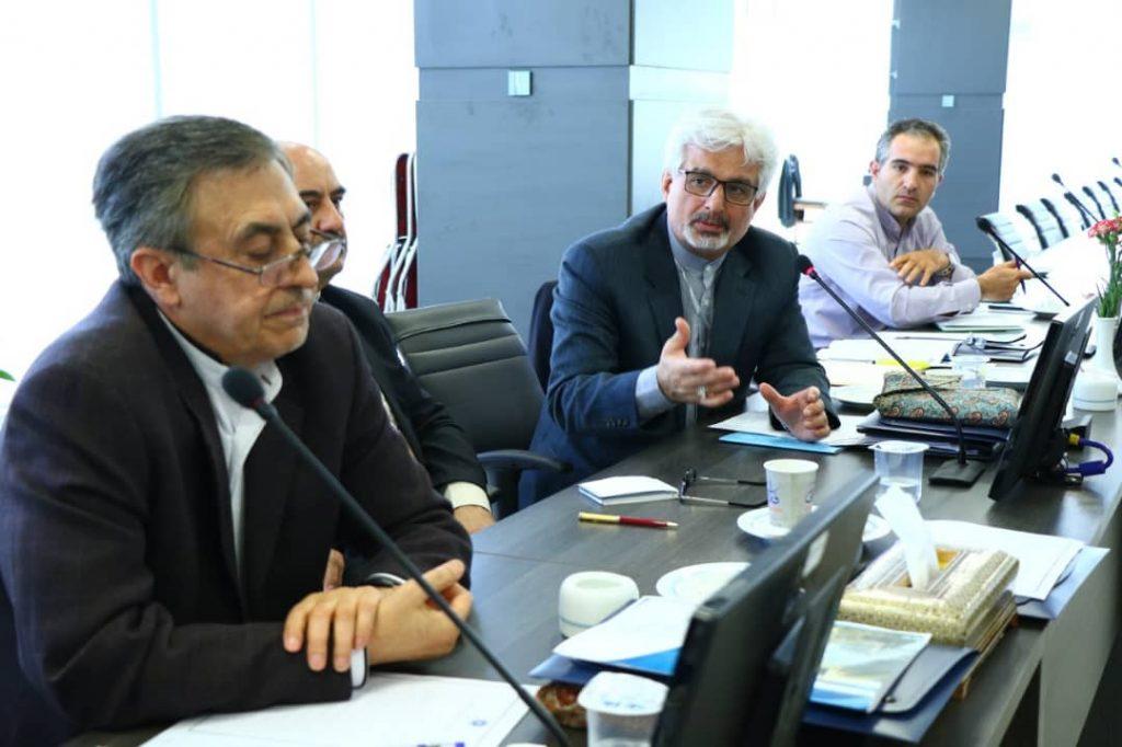 برگزاری همایش مشترک اتاق بازرگانی ایران با سفرای جمهوری اسلامی ایران و تشکیل کارگروه های تخصصی با حضور سفرا در اتاق ایران